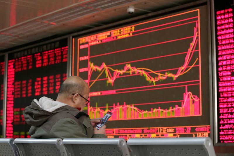 Stocks fall on renewed virus fears, Powell speech in focus