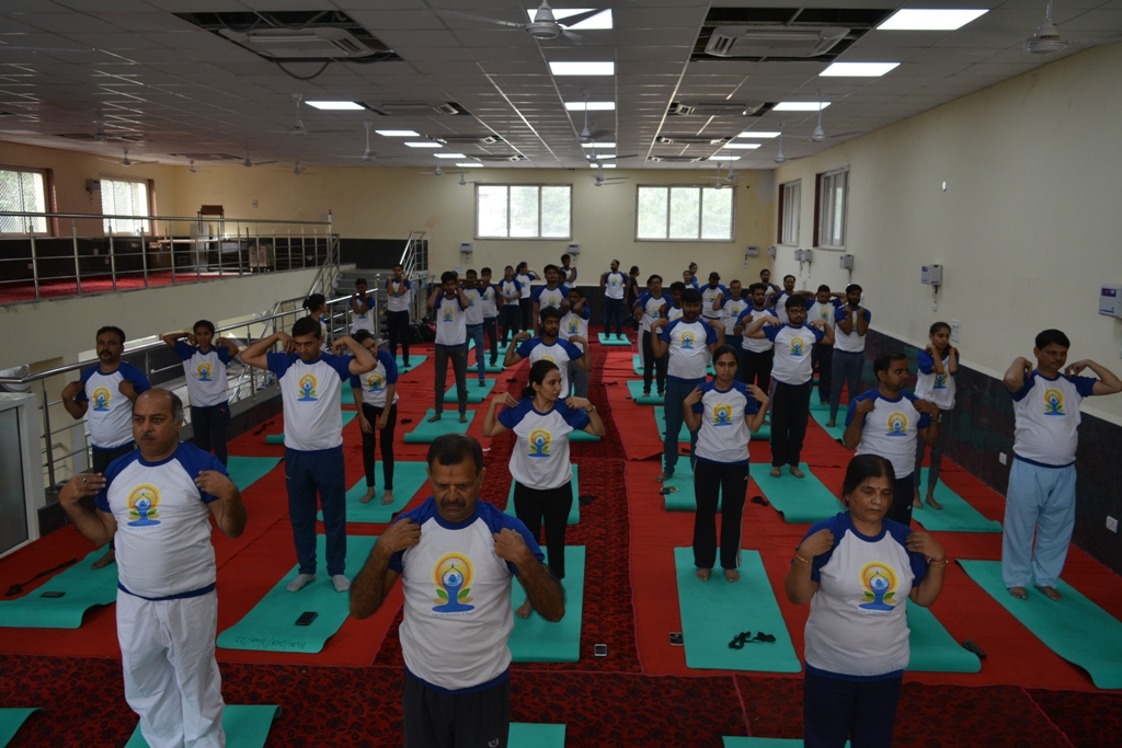 Times Square Celebrates International Yoga Day With Over 3,000 Attendees